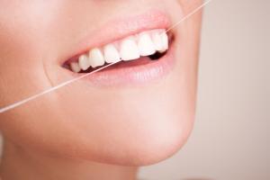 ¿La seda dental puede evitarnos las caries?